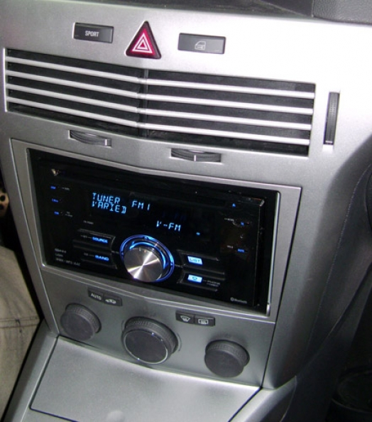 Opel Astra 2008 - Pioneer FH-P80BT
